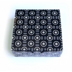 Коробка для пряников-печенья ЧЕРНАЯ с белым узором без окна 13,5*13,5*5см